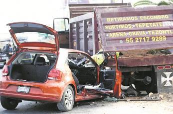 Automovilista ebrio atropella a trabajador y lo prensa contra camión en CDMX, lo mató en segundos