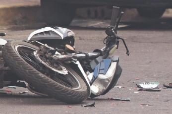Biker muere al ser aplastado por un automovilista que se dio a la fuga, en el Edomex