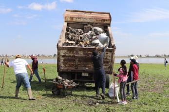 Vecinos se juntan para hacerle limpieza profunda a la Laguna de Palmillas, en Edomex