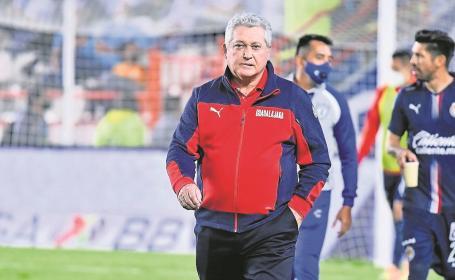 Víctor Manuel Vucetich seguirá como técnico de Chivas, ya trabaja para el torneo entrante
