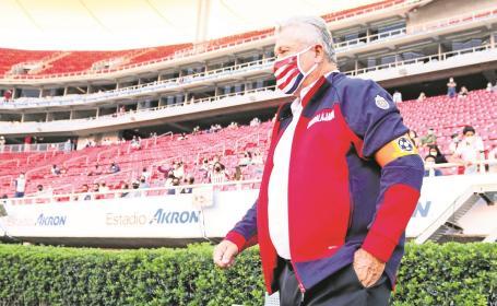 Peláez defiende continuidad de Vucetich como DT de Chivas, asegura van por buen camino